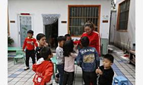 湖北残疾农家女自办幼儿园22年 为山区娃圆上学梦