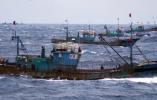 韩国载8人渔船在济州岛海域起火 中国渔船及时相救最终无人受伤