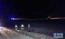 救援人员在战斗机坠毁现场救援