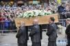 英国剑桥举行葬礼告别霍金 骨灰与牛顿毗邻