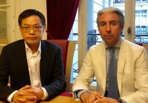 石仁林律师(左)与刑事诉讼律师封达纳。(图片来源:欧洲时报记者 孔帆摄)
