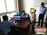 河南桐柏:俩女孩赌气离家 警方一小时让其与家人团聚