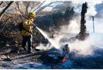 美加州山火致至少50人死亡 搜救人员继续寻找遇难者