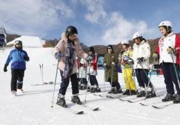 北京市民快乐冰雪季周日开启