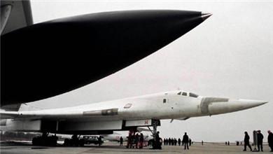 俄罗斯战略轰炸机图-160从委内瑞拉返回