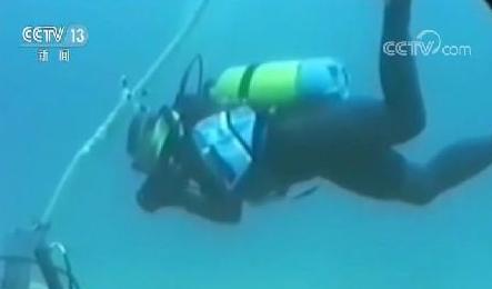 在岗位上 琼州海峡:在海上过节的电力工人