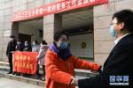 """习近平总书记关切事丨当亿万只手紧握在一起……——战""""疫""""一线感受中国力量"""
