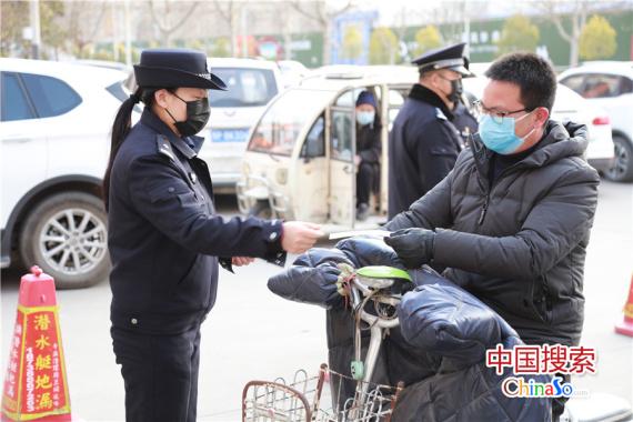 志愿者携手社区共同阻击疫情