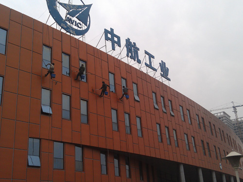中航工业旗下三上市公司12日停牌