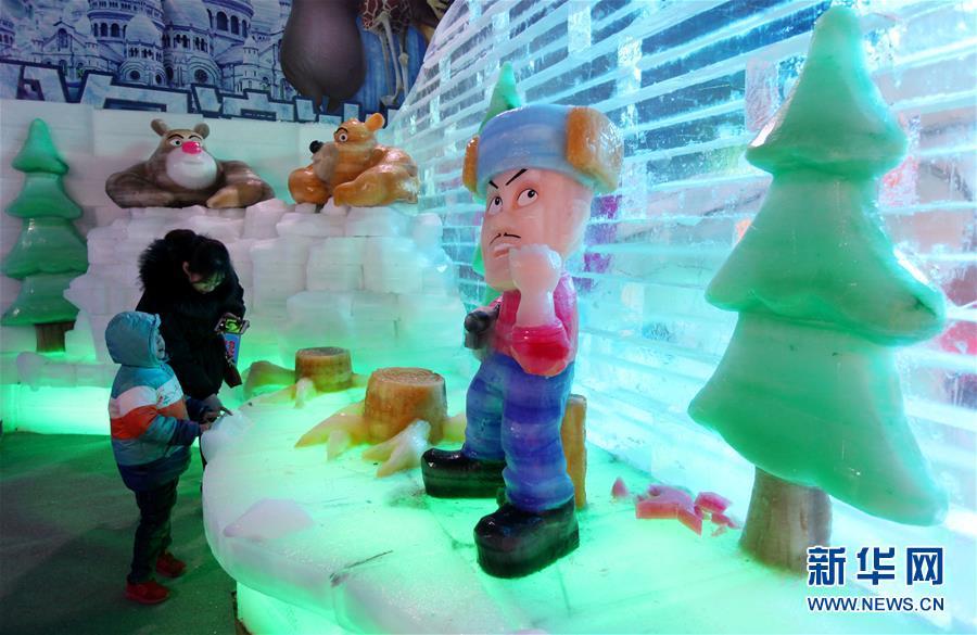 枣庄举行大型冰雕展