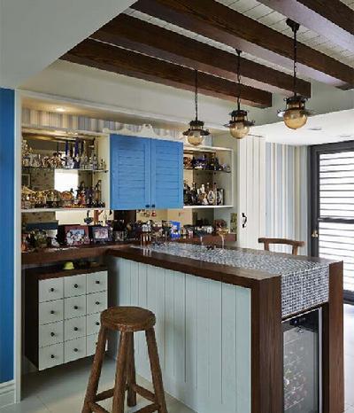 善用下层空间规划开放式吧台,桌面使用马赛克砖拼 ...