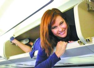 前空姐谈昆航空姐被塞行李架 都是开心玩耍图片
