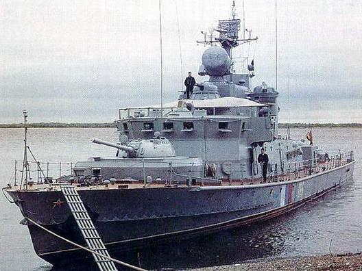 炮塔的内河巡逻艇