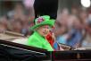 英女王90大寿阅兵 从头到脚一身萤光绿引轰动