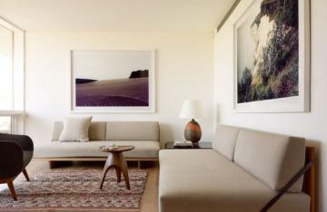 米白色墙面小编个人非常喜欢,不似白墙那般分明,多了一份温柔的触感;虽然有白的属性,又不失温暖的视觉效果。客厅里,米白色墙面搭配棉麻材质,自然的触感,温润的色泽深入人心。