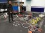 无法评论:男子砸碎共享单车卖废铁