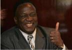 津巴布韦新总统誓言改善经济 承诺明年举行大选