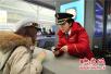 暴雪致郑州多趟高铁停运 客运员每天重复上万次安抚旅客