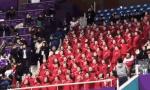 朝鲜啦啦队自发唱歌