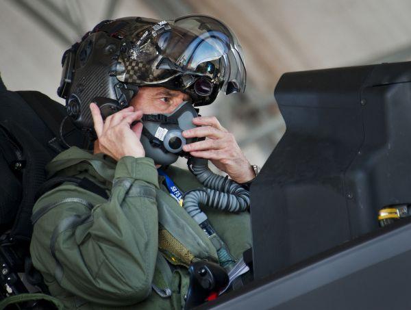 """金沙娱乐国际中心:美空军欲打赢""""人才争夺战"""" 将增兵至32.9万人"""