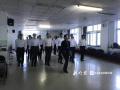 """哈尔滨老年大学""""男模天团""""帅酷亮相 最大78岁"""