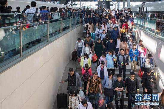 澳门国际金沙娱乐:清明小长假首日铁路迎来客流高峰 全国铁路预计发送旅客1390万人次