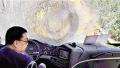 高速上挡风玻璃被飞来轮胎击碎 河南籍司机忍痛救了一车人