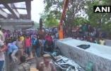 印度火车站一在建天桥倒塌 至少12人死数人被困