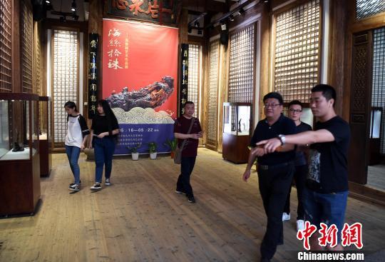 """近百件中国非物质文化遗产海柳雕艺术精品亮相""""海丝拾珠"""""""