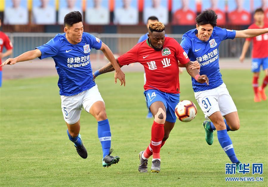 (体育)(15)足球——中超:上海绿地申花胜河南建业