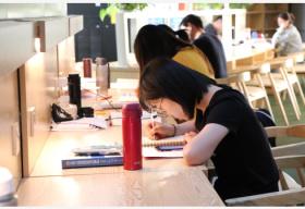 付费自习室悄然成为热门创业项目 有的座甚至要预约