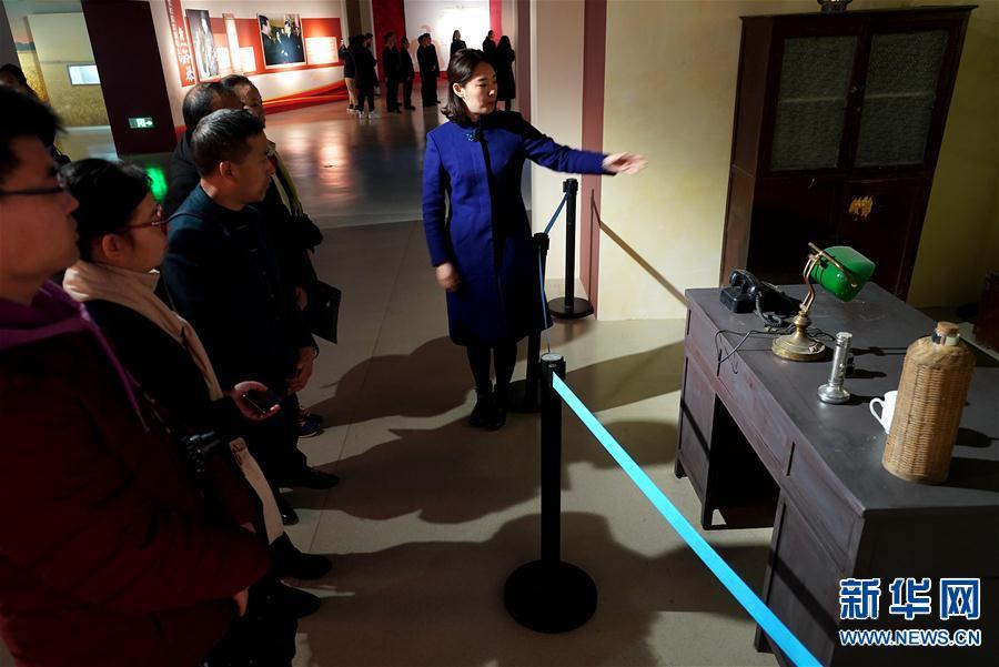 """(文化)(4)""""人民呼唤焦裕禄""""展览在河南博物院开幕"""