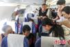 旅客突发心脏病 南航客机紧急停止滑行救治