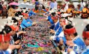 贵州台江:千名绣娘绣织画卷