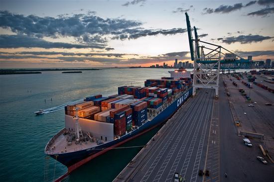 中国/核心提示:2016年美国的货物贸易额超过中国跃居全球首位,中国...