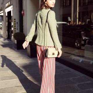 白百何巴黎时装周看秀 条纹裤装率性又俏皮