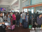 """三江码头工作人员频频""""换钱""""给乘客购票 以后有望不再尴尬"""