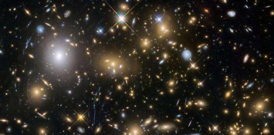 哈勃空间望远镜眼中的宇宙深空