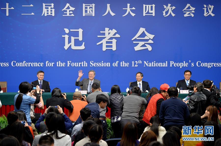 央行行长周小川回应金融热点问题 货币政策保持稳健 房贷政策因地施策