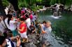 济南趵突泉地下水位一天涨17厘米 月牙飞瀑成热门景点