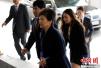 朴槿惠抵达检察厅 对国民致歉承诺坦白受查