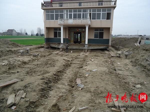 为给省道让路 江苏村民花12万把三层楼平移150米