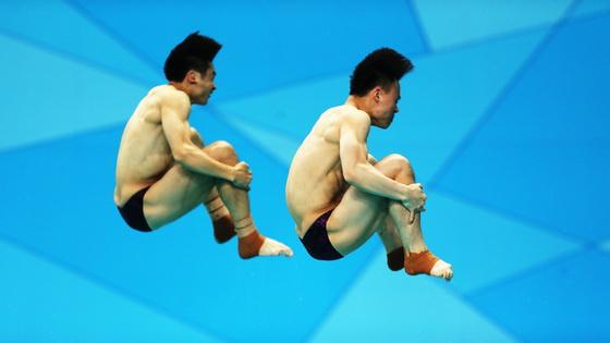 曹缘谢思埸摘第十三届全运会跳水男双3米板金牌