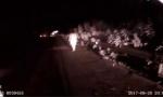 精神异常女半夜走上高速 锦州交警陪聊找到家人