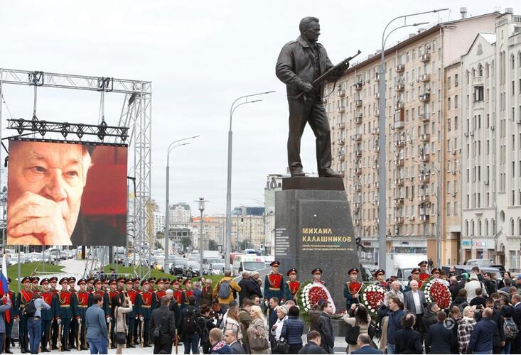 AK47之父雕像落成