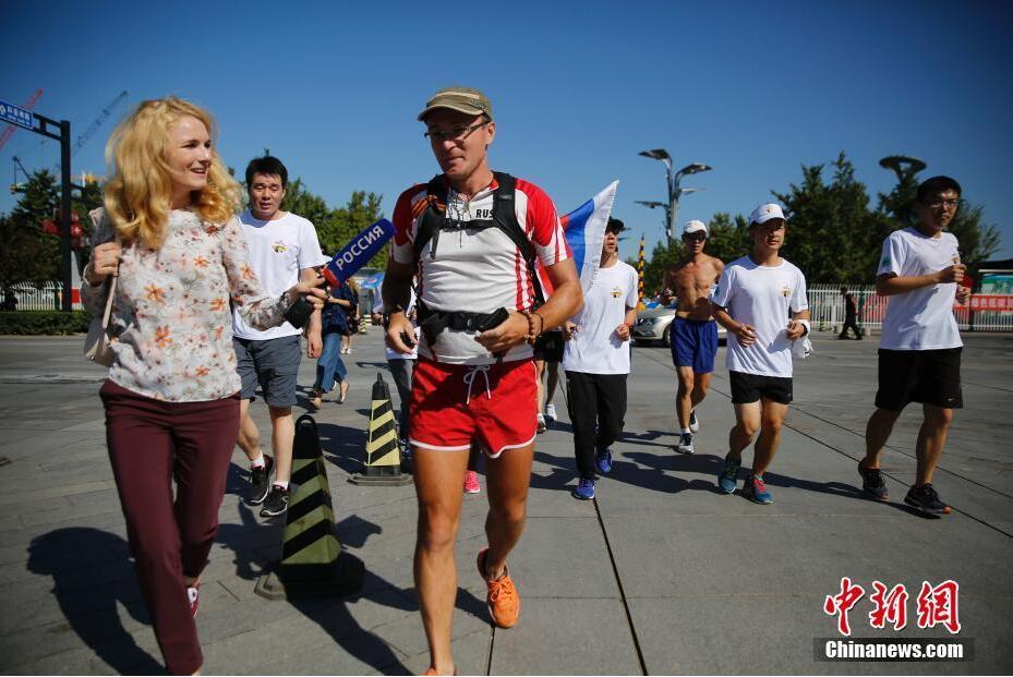 运动员长跑近万公里