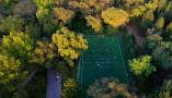 沈阳现最美足球场 密林深处好踢球