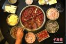 八招让你安心吃火锅:首选清汤锅底 蔬菜别涮太久