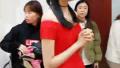 关晓彤直播遭网友留刷屏劝分手 网友:鹿晗跟她结婚怎么办