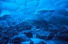阿拉斯加州渐融冰洞湛蓝似海底世界